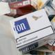 Пять женщин пытались провезти под одеждой 20 тысяч сигарет